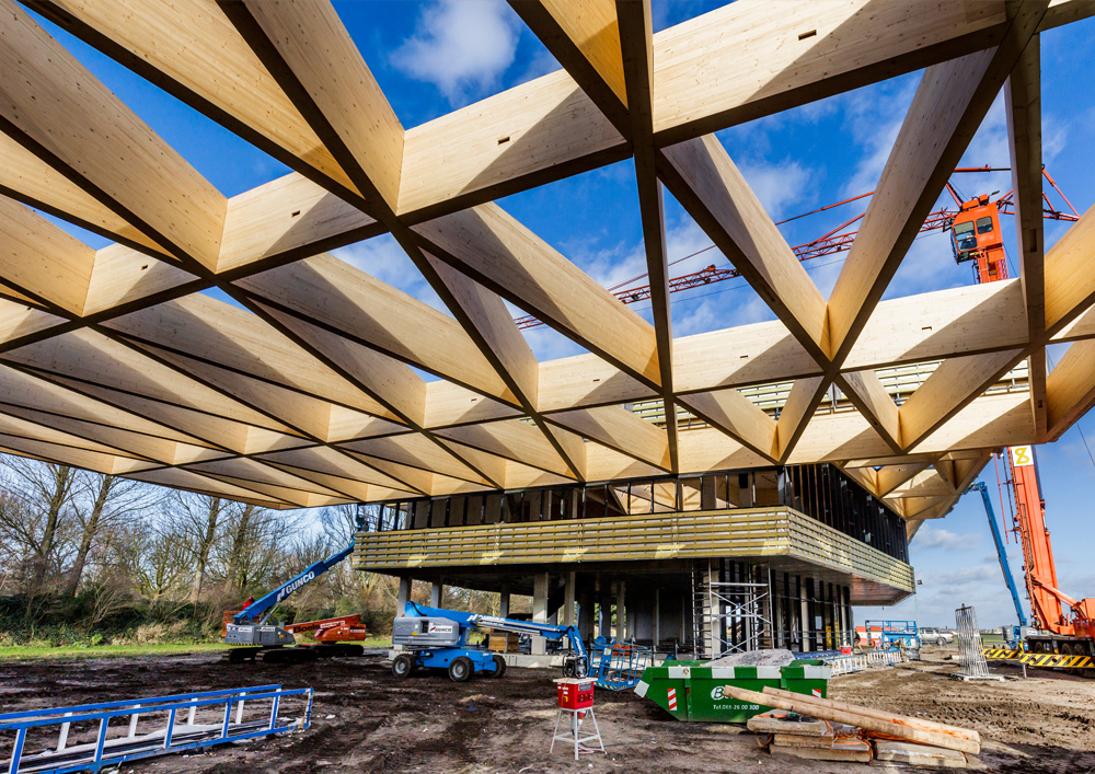 29 01 2016 Entrance hall for Keukenhof spring gardens tops out